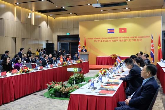 Đoàn cấp cao Triều Tiên tham quan nhà máy sản xuất ô tô của Vingroup  ảnh 2