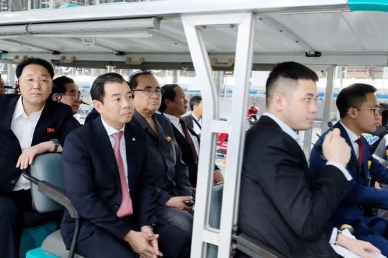 Đoàn cấp cao Triều Tiên tham quan nhà máy sản xuất ô tô của Vingroup  ảnh 7