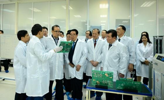 Đoàn cấp cao Triều Tiên tham quan tổ hợp nghiên cứu, sản xuất thiết bị dân sự của Viettel ảnh 4