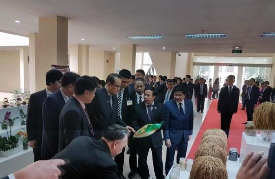 Đoàn cấp cao Triều Tiên tham quan tổ hợp nghiên cứu, sản xuất thiết bị dân sự của Viettel ảnh 6