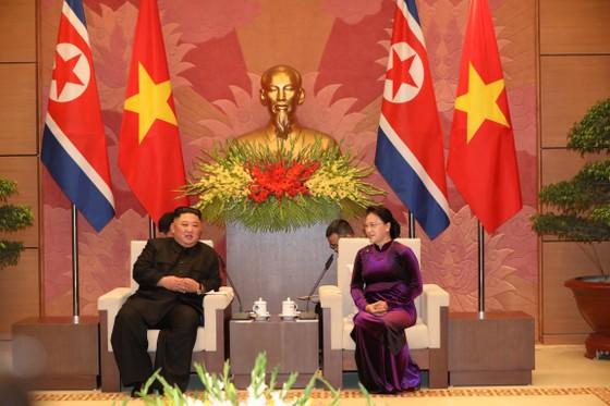 Thủ tướng Nguyễn Xuân Phúc hội kiến với Chủ tịch Kim Jong-un ảnh 8