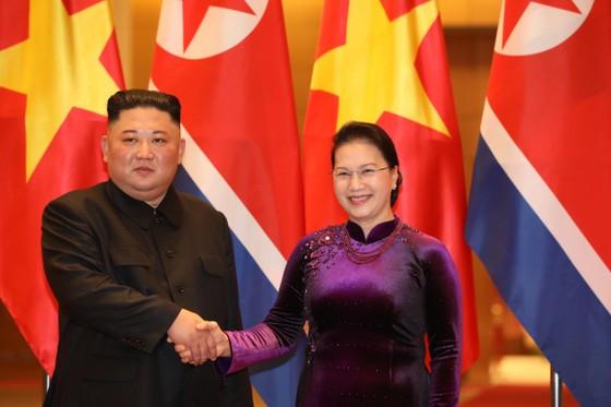 Thủ tướng Nguyễn Xuân Phúc hội kiến với Chủ tịch Kim Jong-un ảnh 7