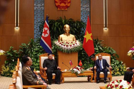 Thủ tướng Nguyễn Xuân Phúc hội kiến với Chủ tịch Kim Jong-un ảnh 6