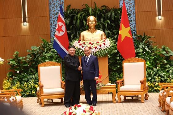 Thủ tướng Nguyễn Xuân Phúc hội kiến với Chủ tịch Kim Jong-un ảnh 5