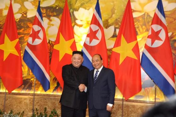 Thủ tướng Nguyễn Xuân Phúc hội kiến với Chủ tịch Kim Jong-un ảnh 3
