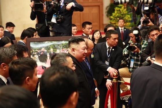 Thủ tướng Nguyễn Xuân Phúc hội kiến với Chủ tịch Kim Jong-un ảnh 2