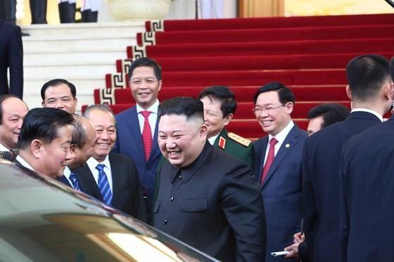 Thủ tướng Nguyễn Xuân Phúc hội kiến với Chủ tịch Kim Jong-un ảnh 1
