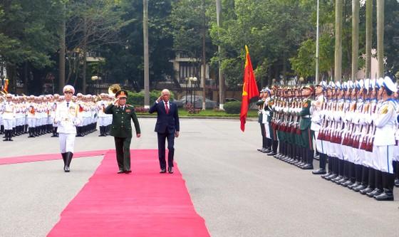 Bộ trưởng Quốc phòng Philippines thăm chính thức Việt Nam ảnh 2