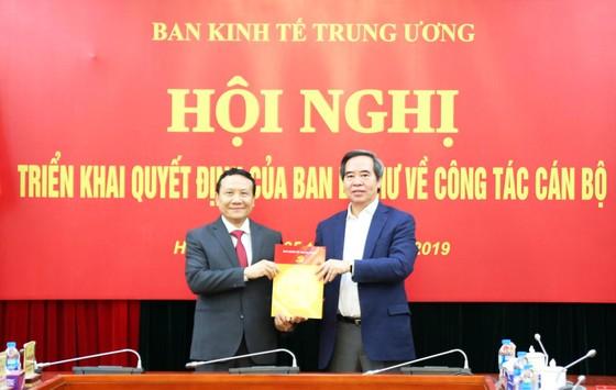 Phó Giám đốc ĐH Quốc gia Hà Nội được bổ nhiệm làm Phó Trưởng Ban Kinh tế Trung ương ảnh 1