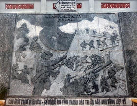 """Nguyên Chủ tịch nước Trương Tấn Sang tưởng niệm 35 năm """"ngày giỗ chung"""" mặt trận Vị Xuyên ảnh 4"""