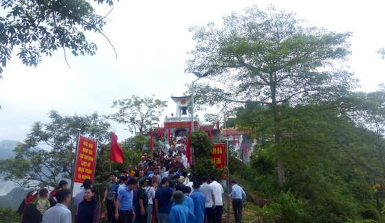 """Nguyên Chủ tịch nước Trương Tấn Sang tưởng niệm 35 năm """"ngày giỗ chung"""" mặt trận Vị Xuyên ảnh 1"""