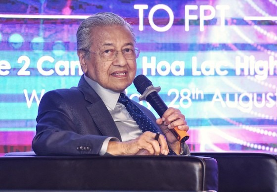 Thủ tướng Malaysia giao lưu về phát triển công nghệ và chuyển đổi số tại FPT ảnh 3