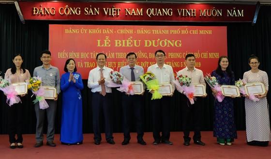 Trao Huy hiệu Đảng cho 29 đảng viên và tuyên dương 210 tập thể, cá nhân theo gương Bác ảnh 4