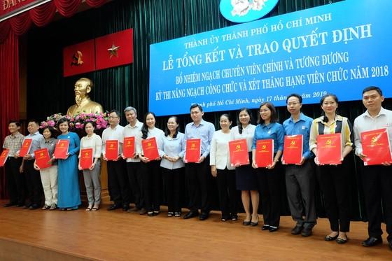 TPHCM bổ nhiệm ngạch Chuyên viên chính cho 52 cán bộ, công chức, viên chức ảnh 2