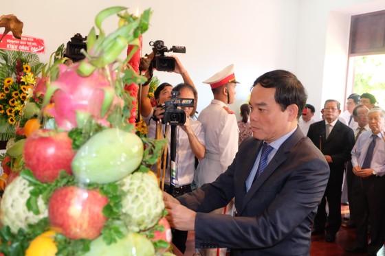 Đoàn đại biểu TPHCM dâng hương, dâng hoa tưởng nhớ Chủ tịch Hồ Chí Minh ảnh 1