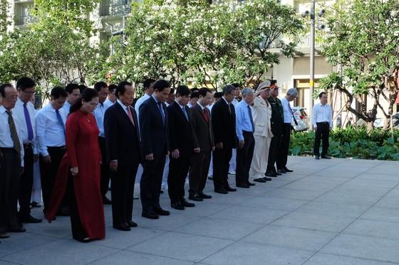 Đoàn đại biểu TPHCM dâng hương, dâng hoa tưởng nhớ Chủ tịch Hồ Chí Minh ảnh 4