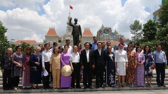 Đoàn đại biểu TPHCM dâng hương, dâng hoa tưởng nhớ Chủ tịch Hồ Chí Minh ảnh 5