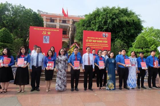 Đảng ủy Khối Dân - Chính - Đảng TPHCM kết nạp 21 đảng viên mới ảnh 1