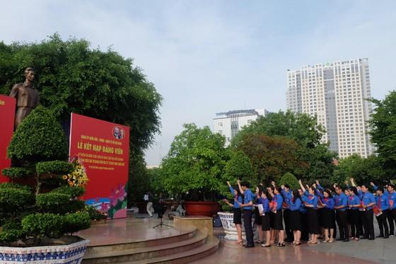 Đảng ủy Khối Dân - Chính - Đảng TPHCM kết nạp 21 đảng viên mới ảnh 2
