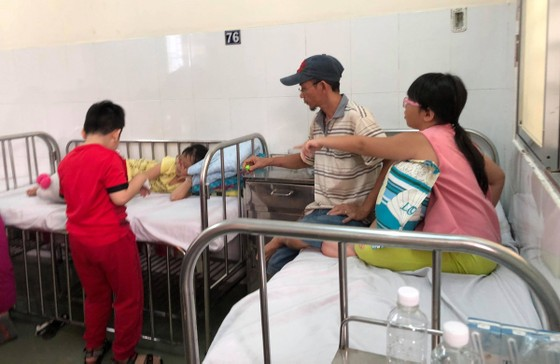 """Vụ ngộ độc thực phẩm tại quận Tân Phú: """"Nhận định ban đầu, nguy cơ tập trung vào món chà bông gà"""" ảnh 1"""