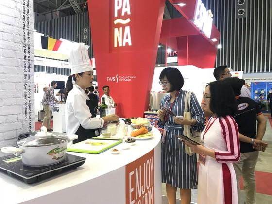 Nhiều sản phẩm nông nghiệp nước ngoài xuất hiện tại hội chợ thực phẩm ảnh 1