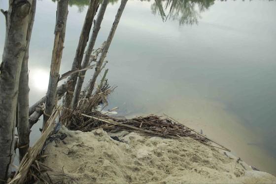 Vỡ 60m đập ngăn mặn trên sông Trà Bồng ảnh 3