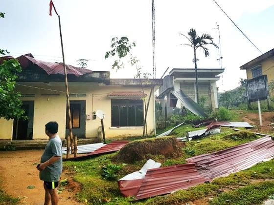 Lốc xoáy tốc mái hàng chục nhà dân tại Quảng Ngãi ảnh 1
