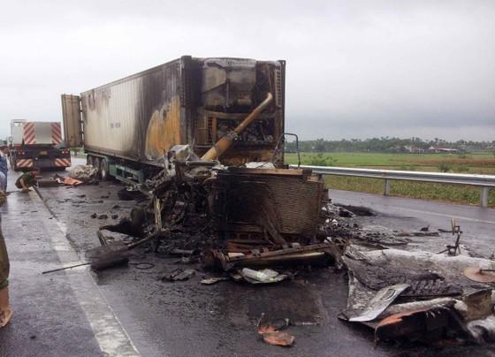 Cháy xe đầu kéo trên cao tốc Đà Nẵng - Quảng Ngãi ảnh 2