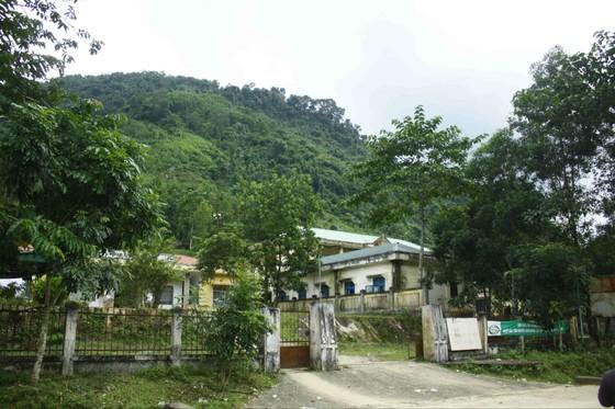 Quảng Ngãi: Nứt núi dài 100m, rộng 150m đe dọa trường học và nhà ở tại Ba Giang ảnh 2