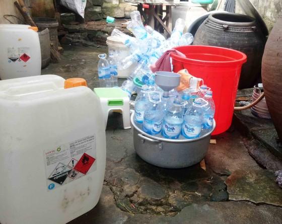 Phát hiện cơ sở sản xuất giấm ăn bằng axít và nước lã ở Quảng Ngãi ảnh 1