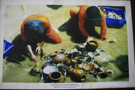 Trưng bày Bảo vật Quốc gia và hiện vật tàu cổ đắm trên vùng biển Quảng Ngãi ảnh 4