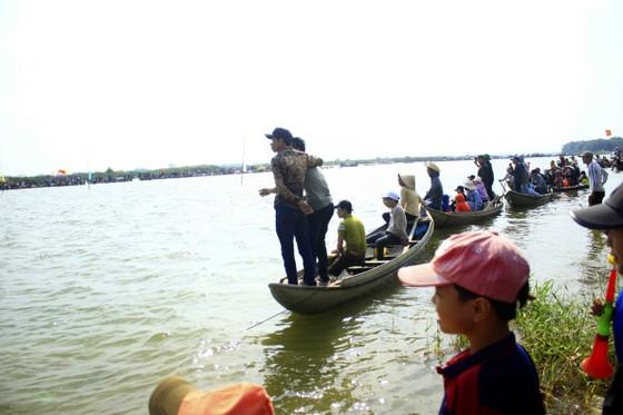 Nét đẹp lễ hội đua thuyền vùng sông nước ở Quảng Ngãi ảnh 4