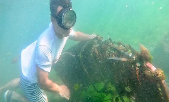 Lặn vớt rác dưới đáy biển Lý Sơn (Quảng Ngãi) ảnh 5