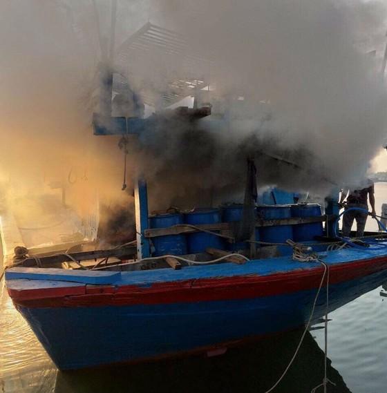 Quảng Ngãi: Cháy tàu cá, thiệt hại hơn 200 triệu đồng ảnh 1