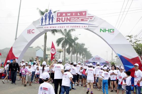"""Hơn 2.000 gia đình tham gia chương trình """"Gia đình chạy vì tương lai cùng IEC"""" ảnh 1"""