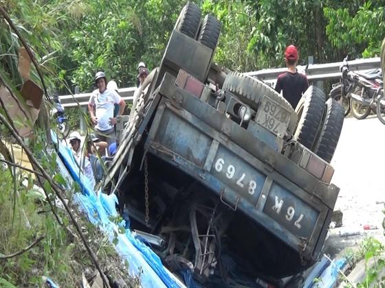 Quảng Ngãi: Lật xe tải, 1 người chết, 2 bị thương nặng ảnh 1