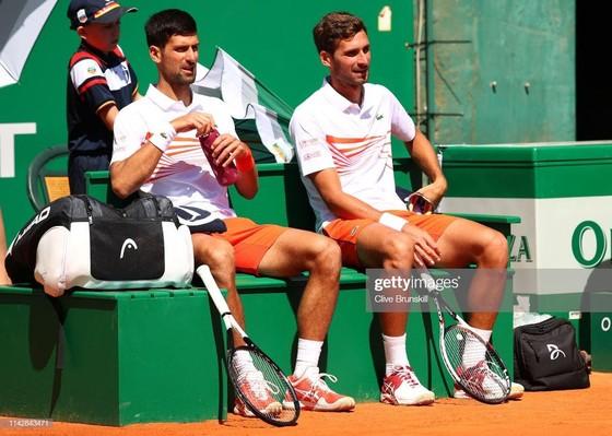 Monte Carlo Masters: Thua trận đầu tiên, Djokovic vẫn chật vật thắng để báo thù Kohlschreiber ảnh 1