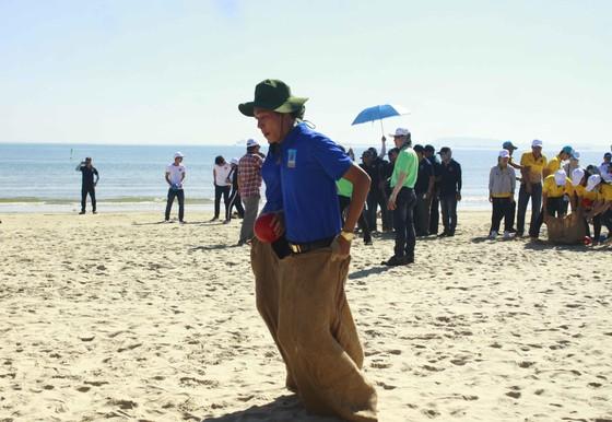 Quảng Ngãi: Hơn 1.000 công nhân tham gia Ngày hội công nhân ảnh 2