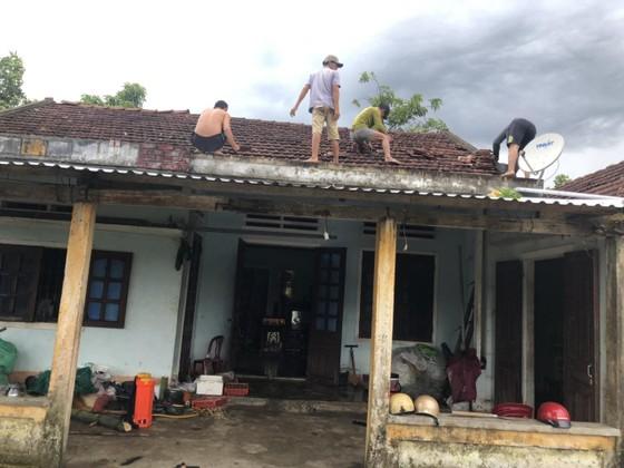 Lốc xoáy cuốn đổ sập hàng chục ngôi nhà ở Quảng Ngãi ảnh 7