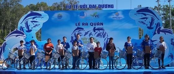 """Quảng Ngãi: 2.000 người tham gia chiến dịch """"Hãy làm sạch biển"""" ảnh 2"""