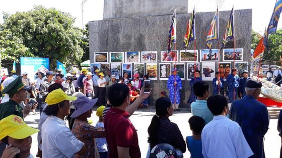 Nguyễn Á triển lãm ảnh và ra mắt sách ảnh Lý Sơn - Hôm nay ảnh 3