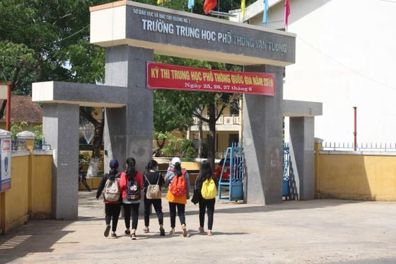 Kỳ thi THPT Quốc gia năm 2019: Thí sinh đến các điểm thi làm thủ tục dự thi ảnh 10