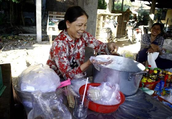 Độc đáo chợ 5.000 đồng ở Quảng Ngãi ảnh 1