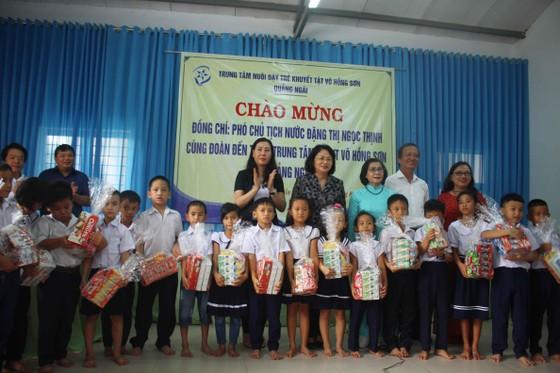 Phó Chủ tịch nước Đặng Thị Ngọc Thịnh thăm Trung tâm Võ Hồng Sơn ảnh 4