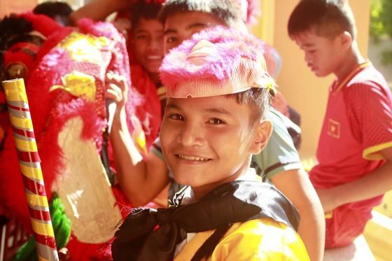 Quảng Ngãi: Mang trung thu đến với trẻ em vùng núi ảnh 6