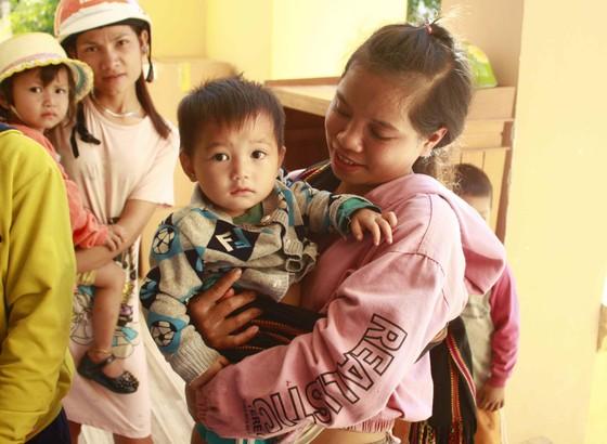 Quảng Ngãi: Mang trung thu đến với trẻ em vùng núi ảnh 8