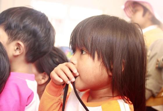 Quảng Ngãi: Mang trung thu đến với trẻ em vùng núi ảnh 7