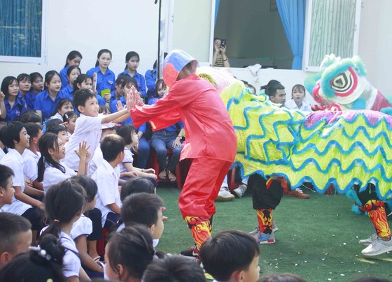 Tết Trung thu ở Trung tâm Nuôi dạy trẻ khuyết tật Võ Hồng Sơn ảnh 4