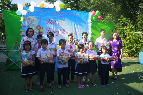 Tết Trung thu ở Trung tâm Nuôi dạy trẻ khuyết tật Võ Hồng Sơn ảnh 3
