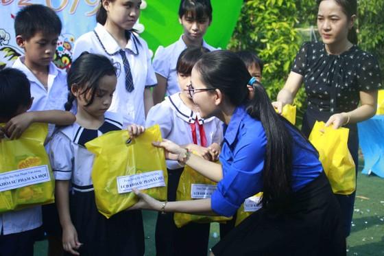 Tết Trung thu ở Trung tâm Nuôi dạy trẻ khuyết tật Võ Hồng Sơn ảnh 10